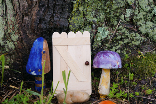 Outdoor crafts roundup think crafts by createforless How to make a fairy door out of clay