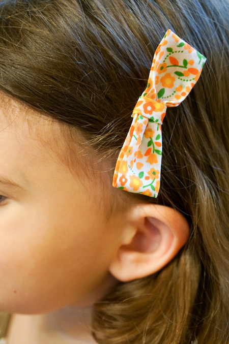 Easy No Sew Hair Bow. Tutorial at ThinkCrafts.com