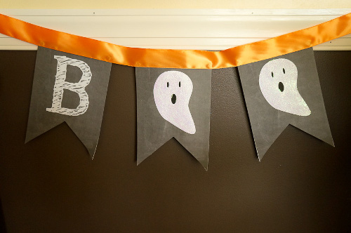 Easy Halloween Banner with printable and tutorial at ThinkCrafts.com