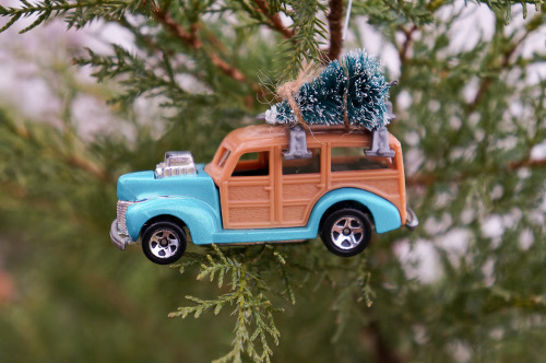 Easily create a cute car ornament for your tree this year