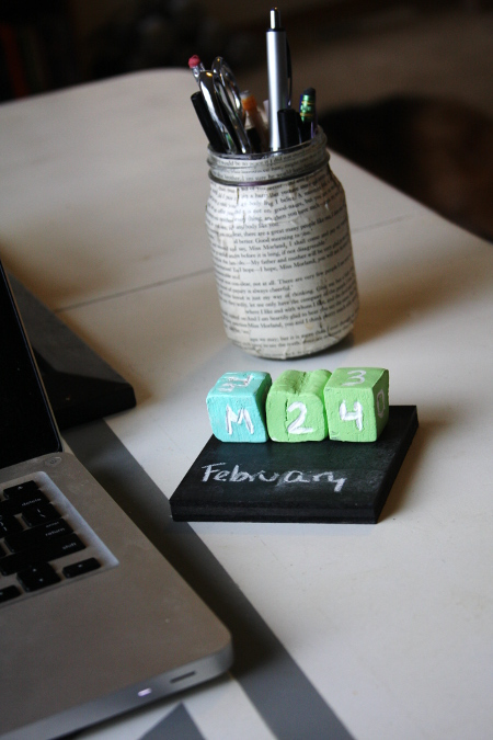DIY Perpetual Desk Calendar with chalkboard
