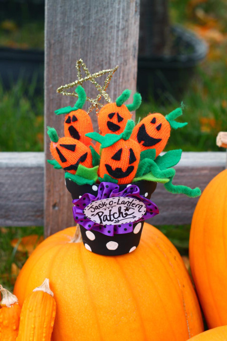 DIY a Jack-o-Lantern Patch from gloves!