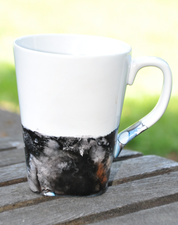 Make a plain white mug look dipped in stone with this easy tutorial.