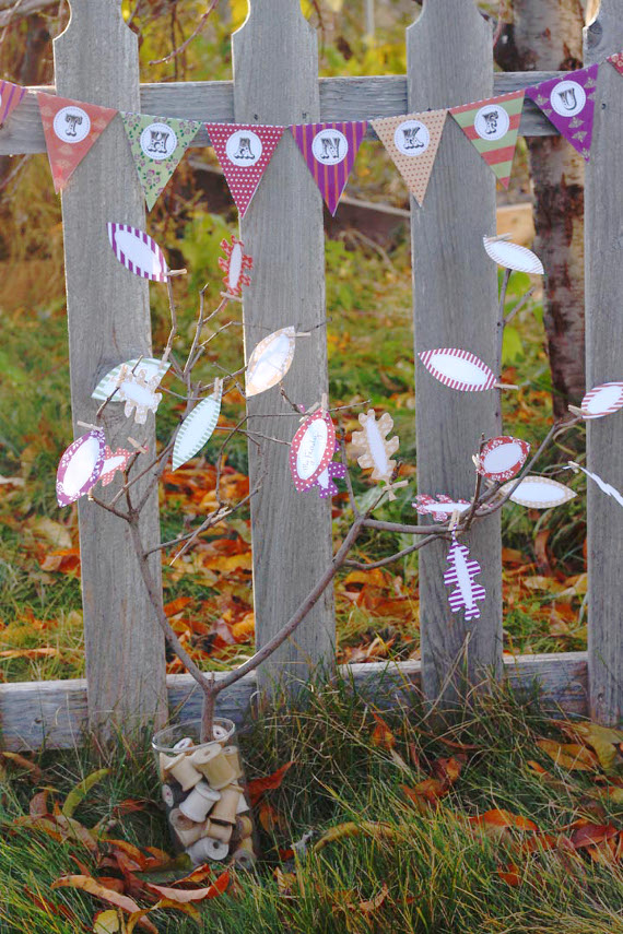 Show gratitude and decorate for Thanksgiving with free printable tree leafs and pennants
