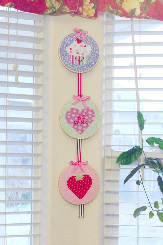 DIY Valentine's Day No-Sew Wall Hanging