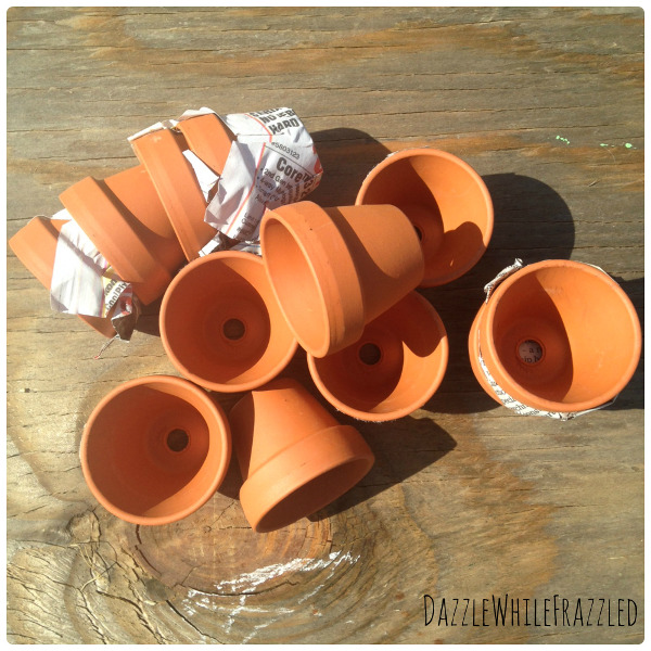 Miniature terra cotta flower pot wreath think crafts by for Small terracotta pots crafts