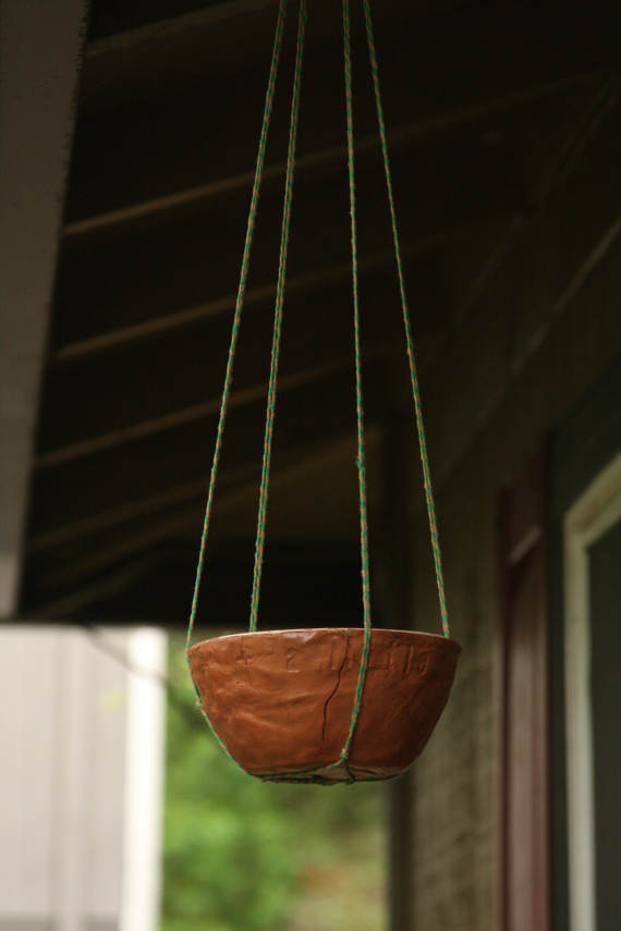 Make a hanging bird feeder with a natural look with terra cotta clay!