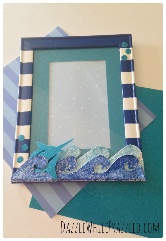 DIY a photo frame that's perfect for sharing summer vacation pictures