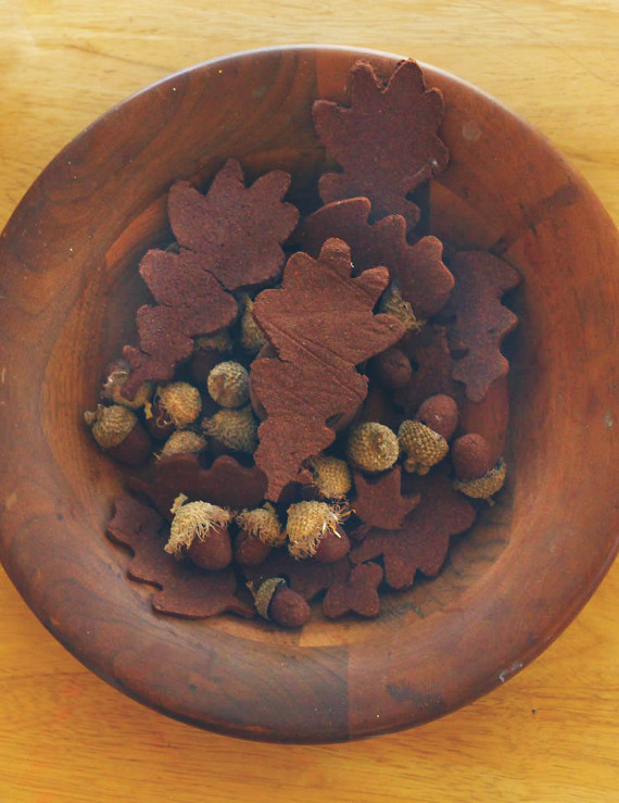 Create a pretty and fragrant fall decoration with homemade cinnamon dough