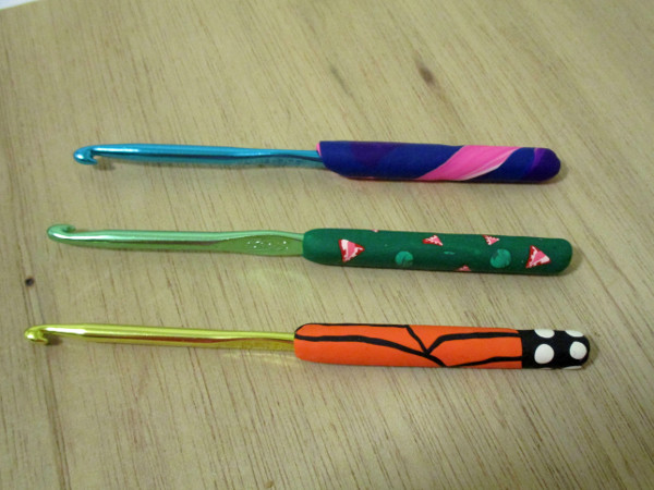 Customize crochet hooks and make them more comfortable with polymer clay