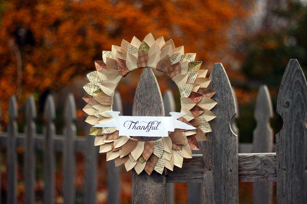 DIY Paper Wreath in no time for Thanksgiving.