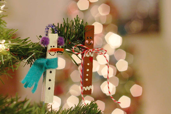 Turn wooden clothespins into festive clip-on ornaments. Perfect Christmas kids' craft!