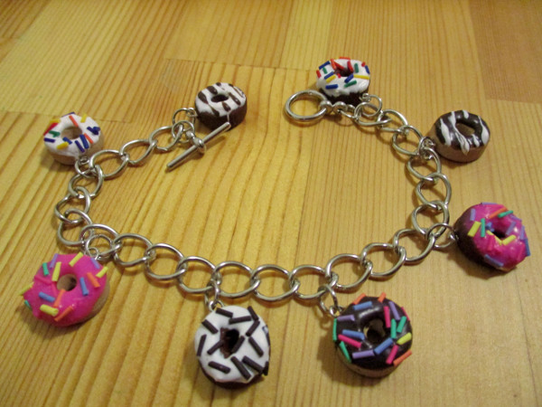Make a charm bracelet that's sweet enough to eat!
