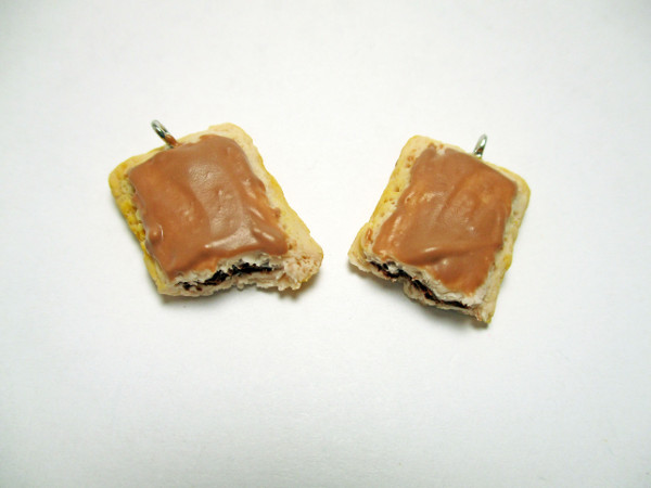Make your favorite toaster pastries into tiny charms with this fun polymer clay tutorial.
