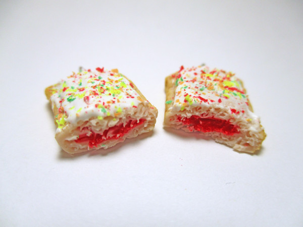Wear your favorite snack with this fun Polymer Clay Pop Tart tutorial.