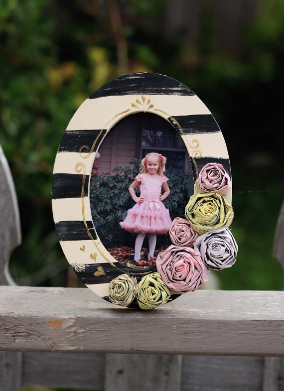 Create your own newspaper roses and glue them to a picture frame for a 3D look