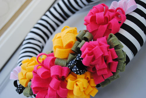 DIY cute pool noodle wreath with Brave New Home
